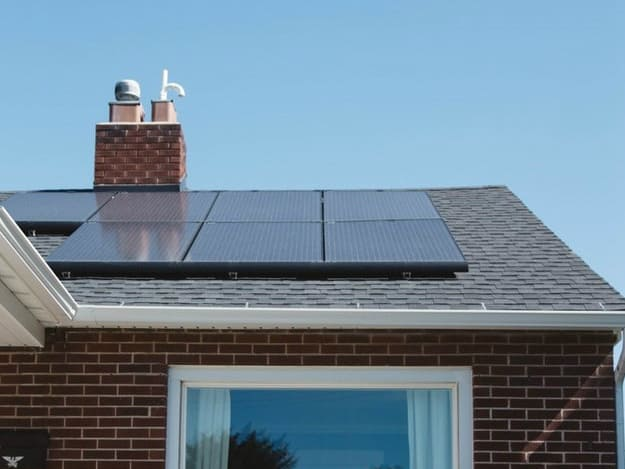 Què necessito para posar panells solars a casa